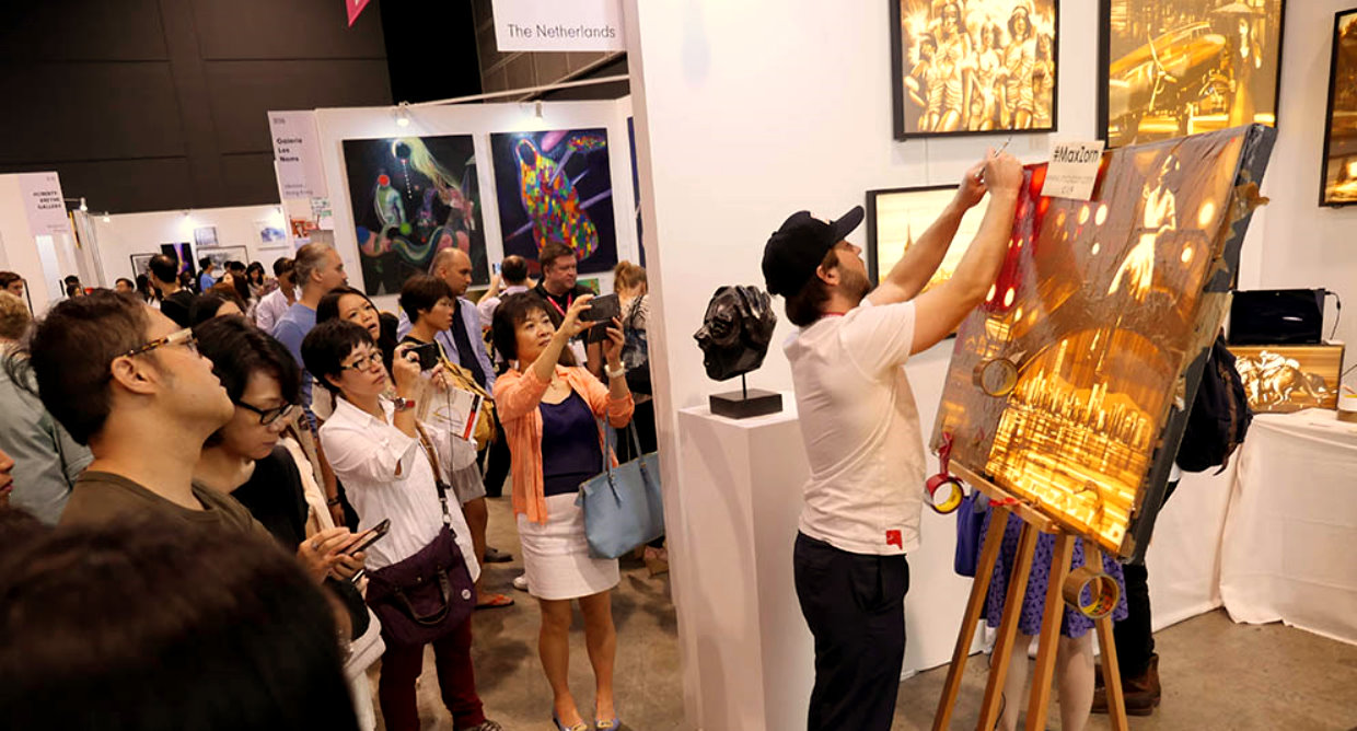 Max Zorn taping live for Art Basel Hong Kong and AAF Hong Kong in front of a crowd of visitors